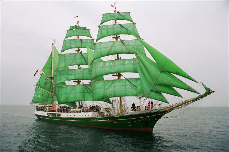 Le voilier Alexander von Humboldt est un trois-mâts barque