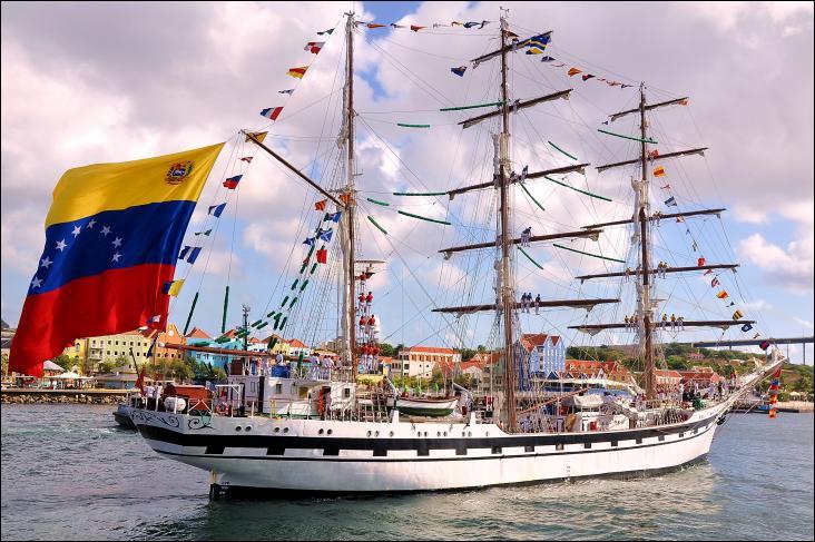 Le Simon Bolivar est un voilier de type trois-mâts barque