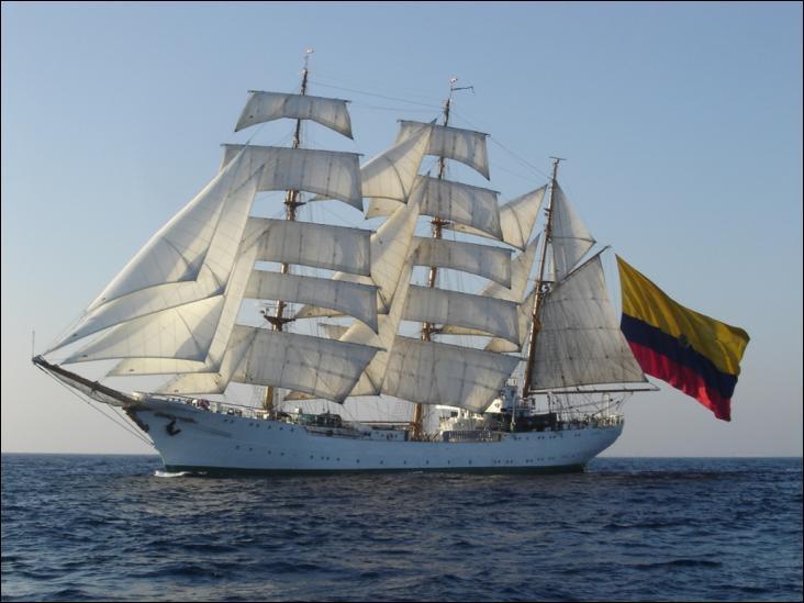 Le Gloria est un trois-mâts barque à coque acier