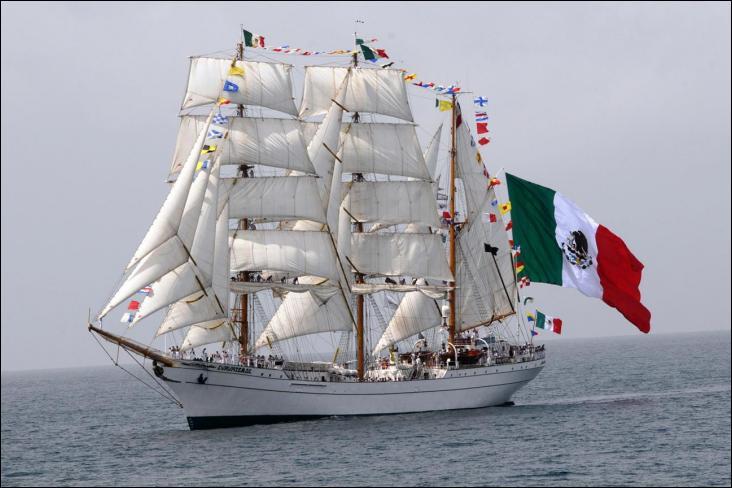 Le Cuauhtémoc trois-mâts barque battant pavillon mexicain