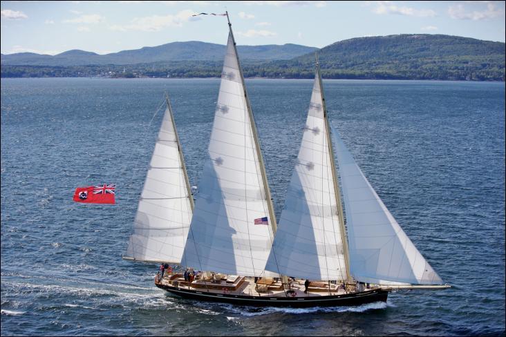 Le Spirit of Bermuda est une goélette à trois mâts moderne