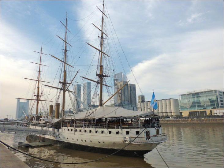La frégate ARA Presidente Sarmiento est un trois-mâts barque
