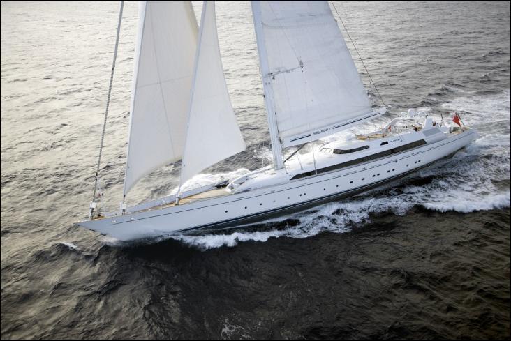 Le Mirabella V est un voilier de plaisance gréé en Sloop