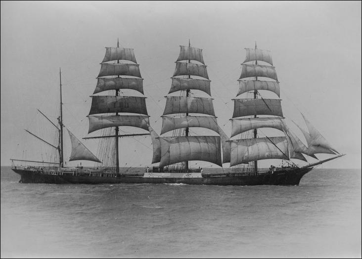 Le Moshulu est un quatre-mâts barque à coque acier