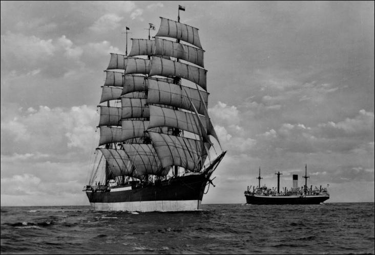 Le Peking est un quatre-mâts barque construit à Hambourg