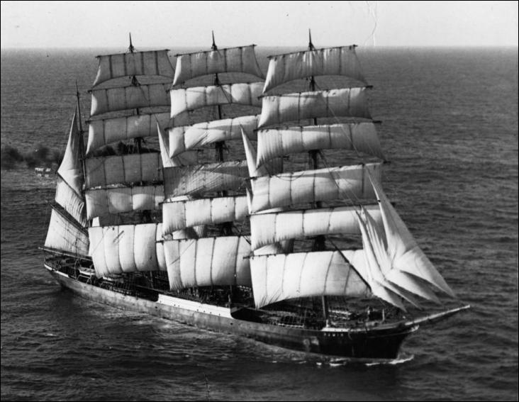 Le Pamir est quatre-mâts barque lancé en 1905