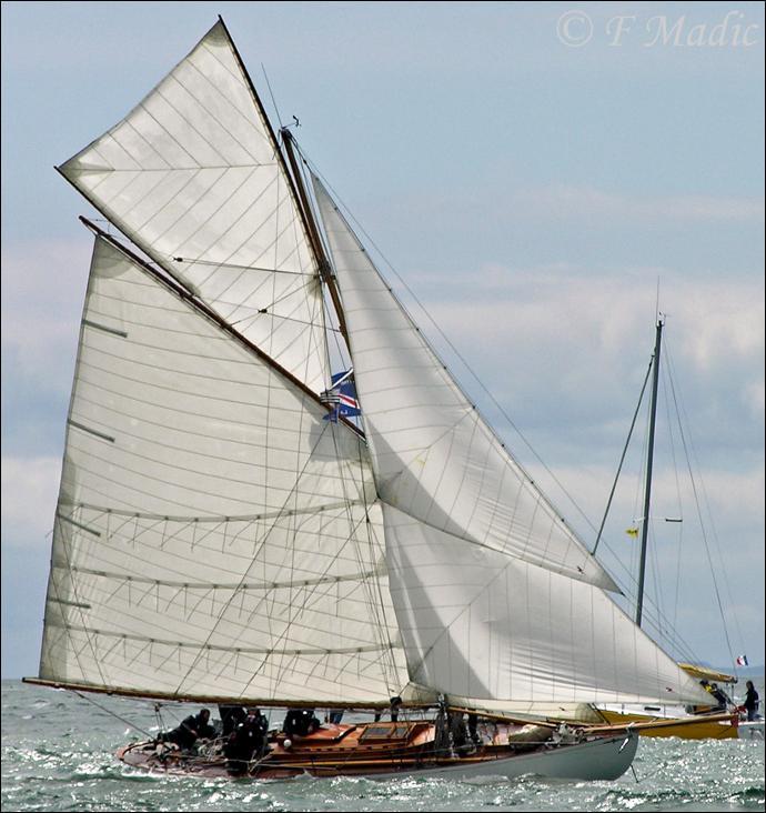 Le yacht Viola est un cotre aurique de 1908