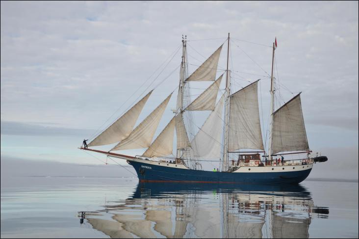 L'Antigua est un voilier de type trois-mâts goélette