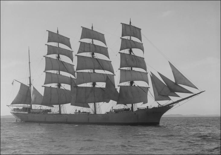 Le Port Calédonia est un quatre-mâts barque