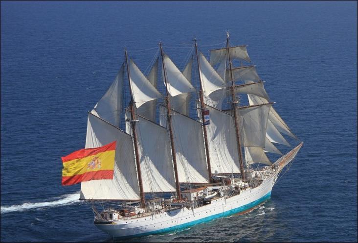 Le Juan Sebastián de Elcano est un quatre-mâts goélette à hunier
