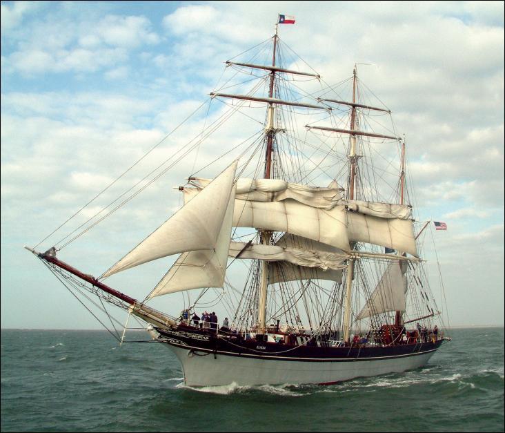 L'Elissa est un trois-mâts barque à coque acier