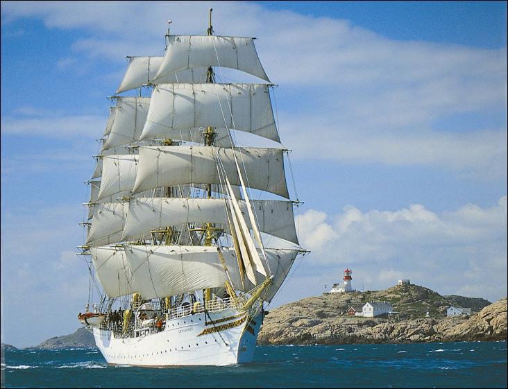 Sørlandet est un navire-école trois-mâts carré.