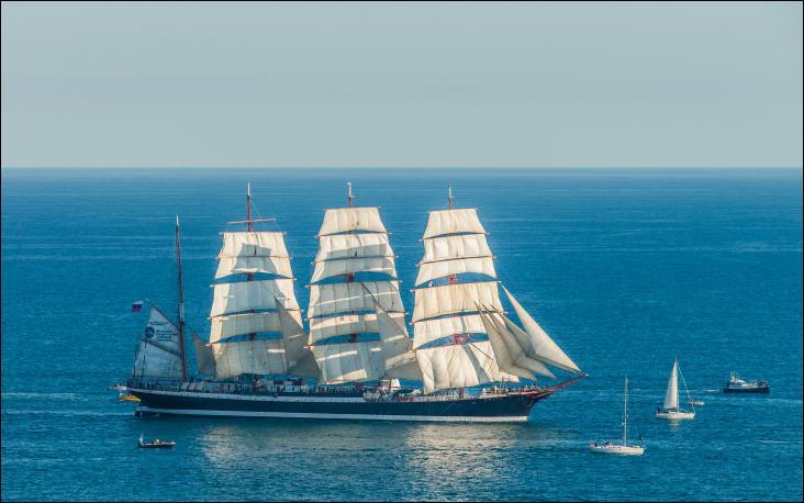 Le Sedov est un quatre-mâts barque Classe A
