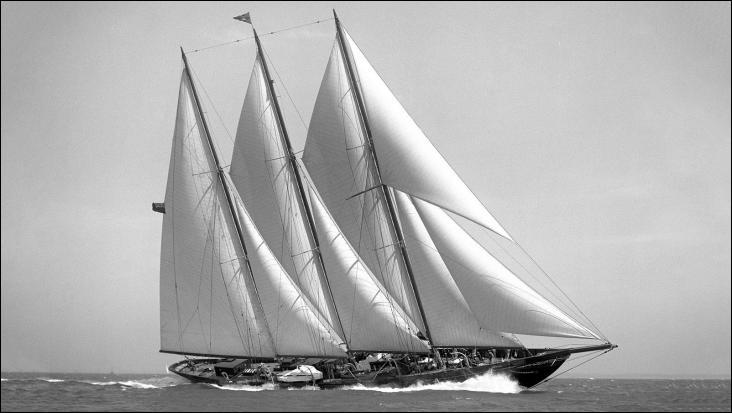 Le Créole est un yacht à voiles à coque bois