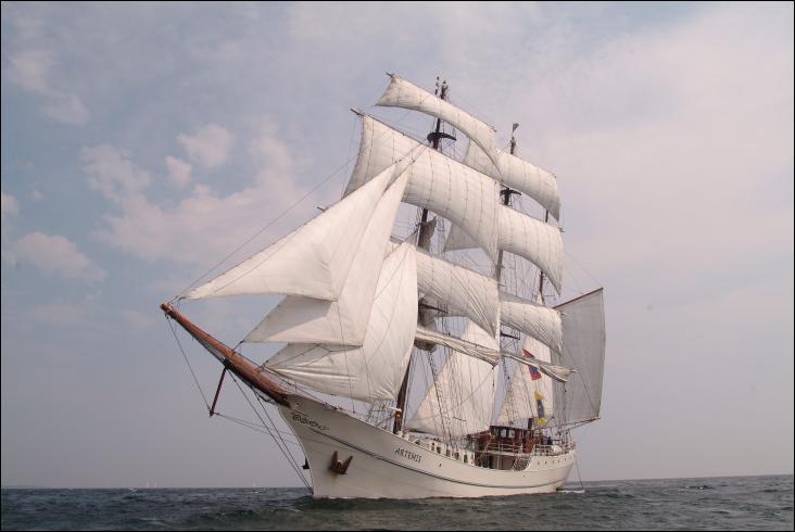 L'Artémis, ex-Pol II, ex-Lister, est un trois-mâts barque
